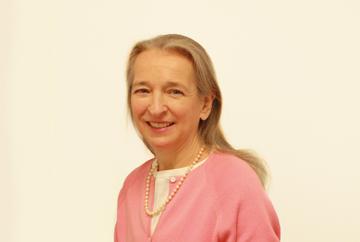 Dr Anne Mier